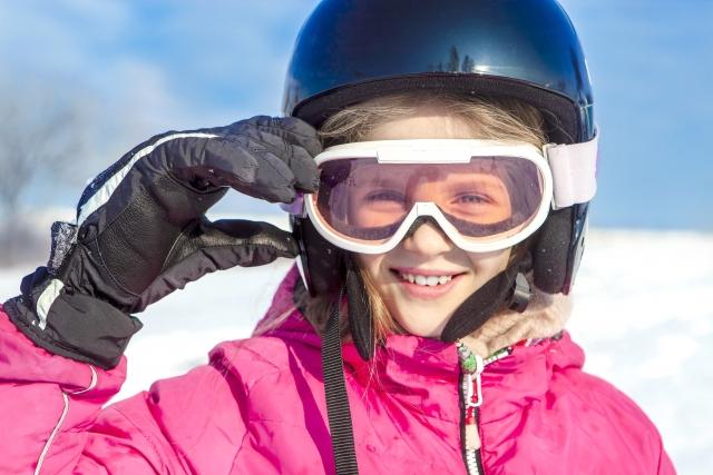 スノーボードでご満悦な笑みを浮かべている写真
