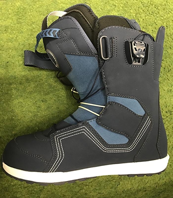 スノーボードのブーツの写真