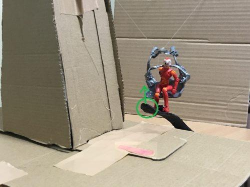 3.降り場の目の前では、前足を上げるようにして板の先端を上げる