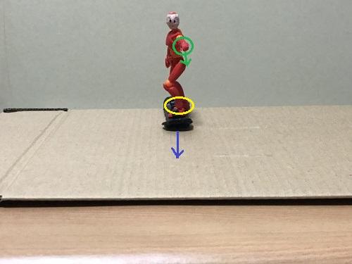 3.板の真ん中に後ろ足を乗せる