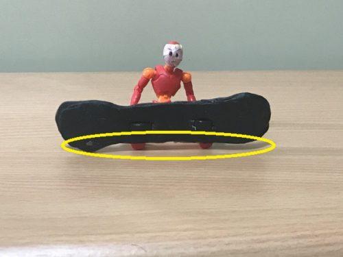 3.バインディング(ヒールカップ)が雪面に当たって板が浮く